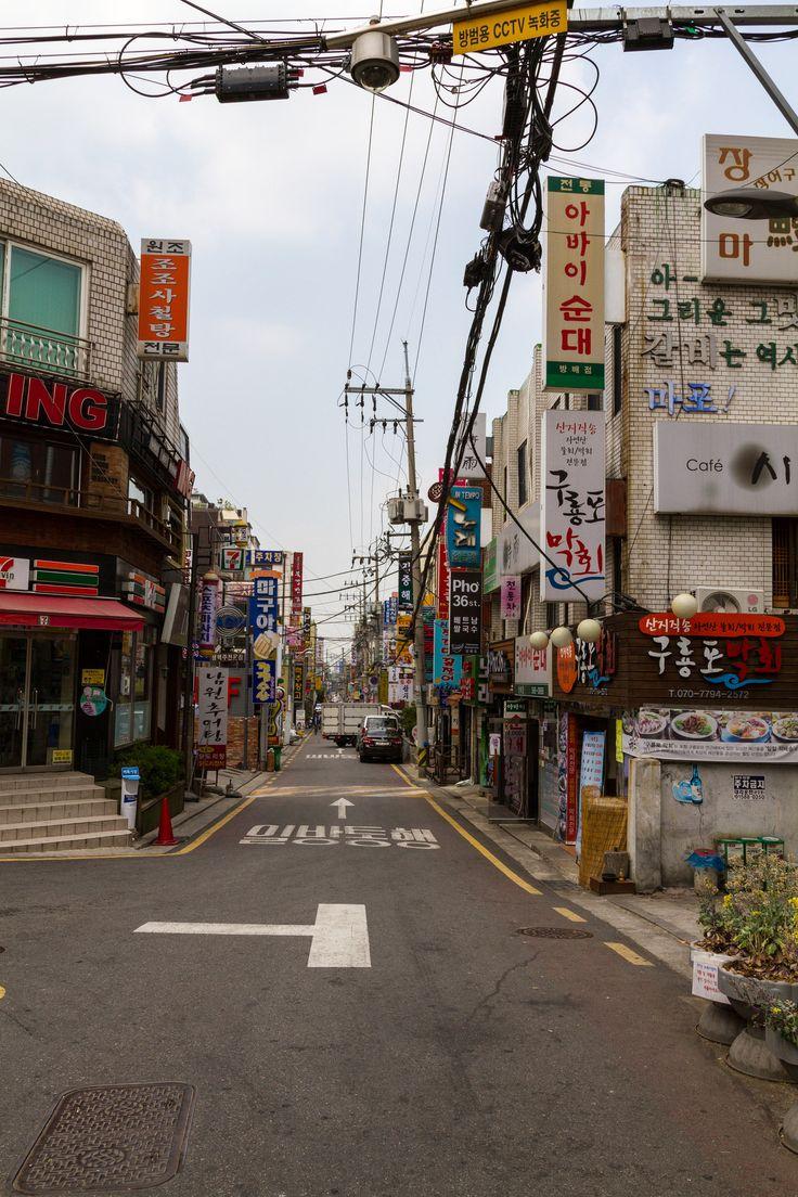 https://flic.kr/p/sUiXns | 서울 동네 거리 : seoul downtown street | 뻔하지만 서울이 가진 가장 매력적인 모습 중 하나가 아닐까 합니다. 한글간판이 보여주는 매력은 달리 말을 할 수 없지요.