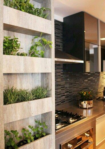 Inspiração ♡ #interiores #design #interiordesign #decor #decoração #decorlovers #archilovers #inspiration #ideias #detalhe #details #horta #hortavertical #cozinha #kitchen