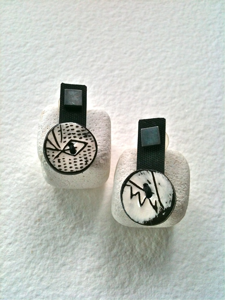 Kikis Alamo-art works-. Earrings. Ceramic, silver, plastic.