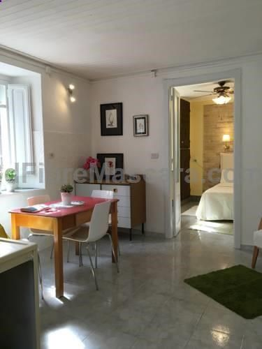 La Casetta Bianca Cagliari La Casetta Bianca offers accommodation in Cagliari, 6 km from Poetto Beach and 900 metres from National Archaeological Museum of Cagliari. The apartment is 2.6 km from Sardinia International Fair. Free WiFi is available throughout the property.