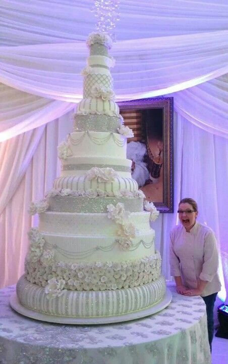 Omg Seriously The Largest Wedding Cake I Ve Ever Seen By