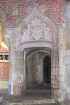 porte dite Jacques Coeur. Château de Saint Fargeau. Bourgogne