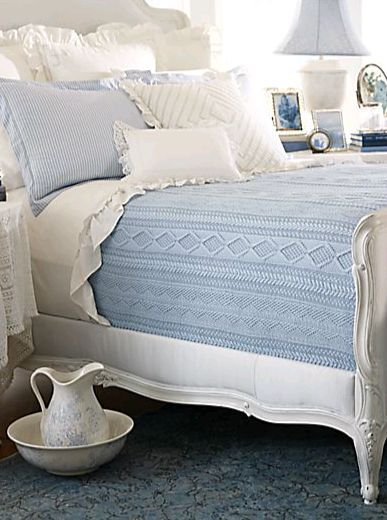 Decoração de quarto branca e azul