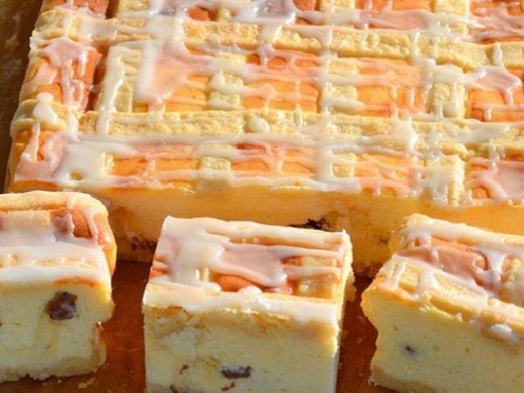 Pot să vă placă diverse prăjituri cu brânză însă această prăjitură cu brânză în stil polonez este un desert deosebit de delicos. Umplutura iese foarte pufoasă și ușoară. Gingașul blat sfărâmicios completează perfect gustul prăjiturii! Ingrediente: -1 kg brânză dulce; -1 ou; -8 albușuri; -8 gălbenușuri; -225 g unt; -375 g zahăr pudră; -2 g vanilină; -3 linguri amidon; -100 g stafide; -250 g făină de grâu; -2 g sare. Mod de preparare: 1.Amestecați 125 g de unt moale cu 125 g zahăr pudră…