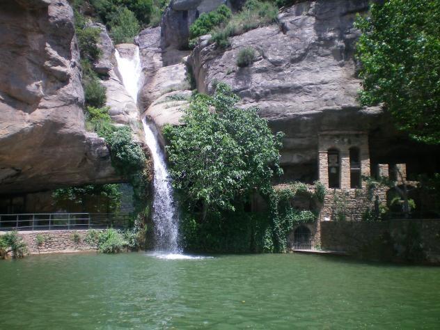 Salt d'aigua a Sant Miquel del Fai. Vallès Oriental (Catalunya - Catalonia)