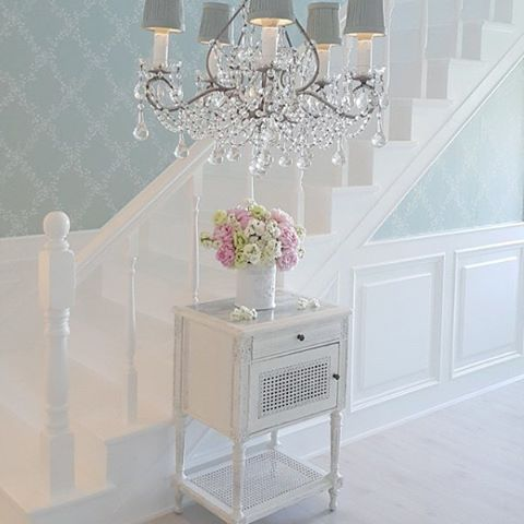 25 best ideas about shabby chic wallpaper on pinterest wallpaper stairs french bedroom decor. Black Bedroom Furniture Sets. Home Design Ideas