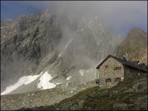 Rucksack-Packliste für eine Übernachtung auf Berghütten mit vielen Tipps für Hüttentouren in den Alpen.