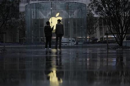 Apple maintains top spot in world brands.