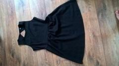 Černé šaty Pimkie ve  Krásné černé šaty, jako nové, párkrát nošené. Přestřižení pod prsy, nařasená sukně-skryje nedostatky. Vzadu výstřih na knoflíček, na zip na boku. Elastické, 57% ba, 38% PES, 5% elastan. CD 93cm, v pase-spíše pod prsy 42cm x2.  https://bazar.mail.cz/obleceni/saty-kostymky/cerne-saty-pimkie-vel-40_i388