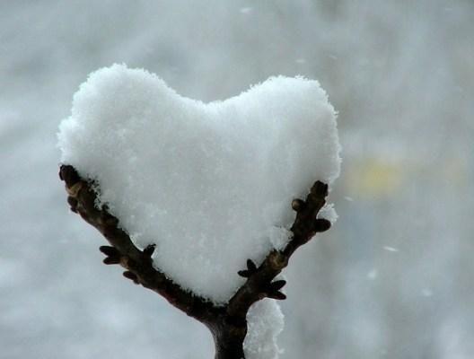 Kar değil aşk yağıyor