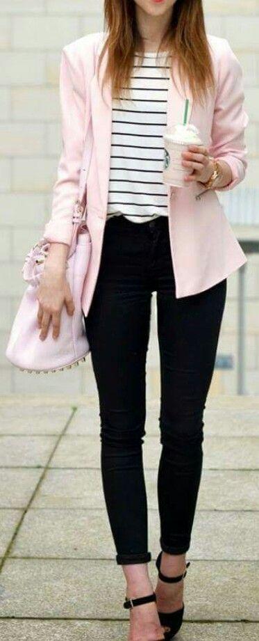 outfit con un toque rosa