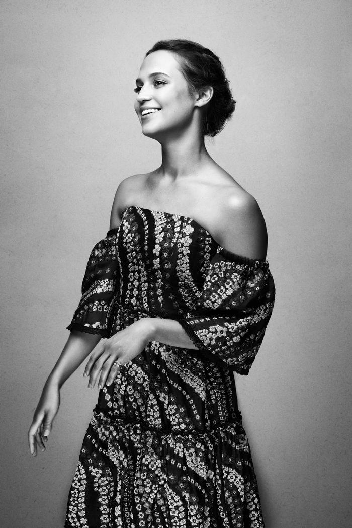 Alicia Vikander (アリシア・ヴィキャンデル) 独占インタビュー、最新作『ジェイソン・ボーン』に見るテクノロジーとフェミニズム | THE FASHION POST [ザ・ファッションポスト]