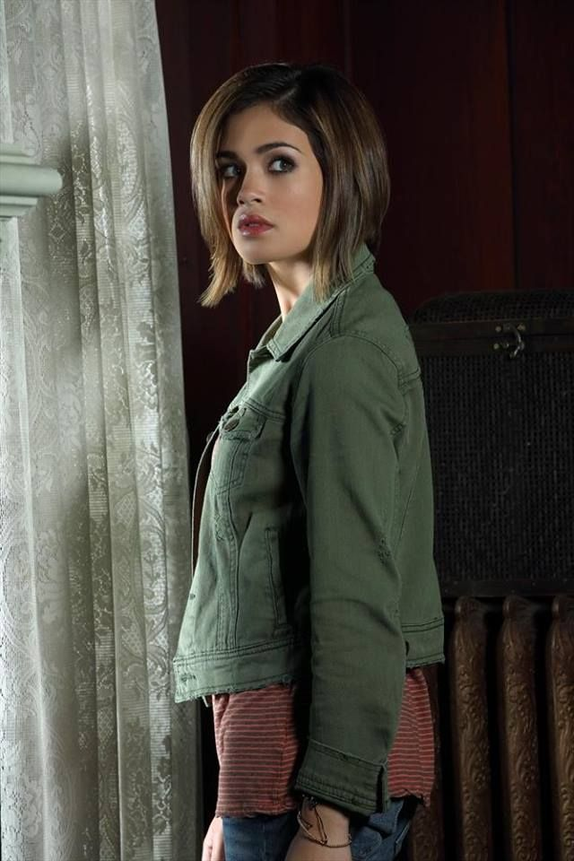 """Nicole Gale Anderson as Miranda on ABC Family's """"Ravenswood"""""""