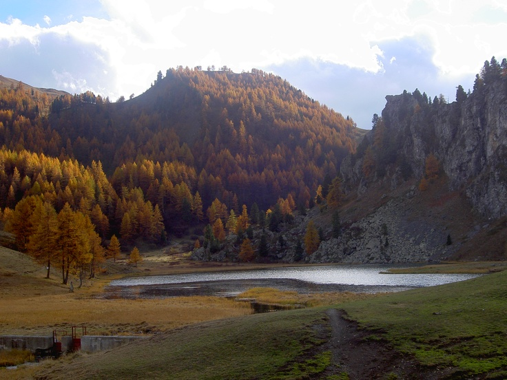 An autumn picture of the Black Lake (largo nero)