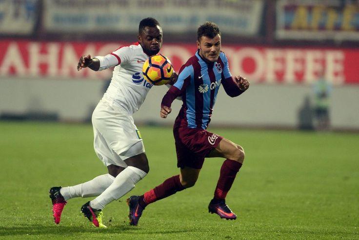 Trabzonspor son kez çıktığı Avni Aker Stadyumunda Antalyaspor'a 1-0 kaybederek 13. sıraya geriledi.