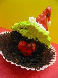 Grinch cupcakes with a heart inside :) LOVE