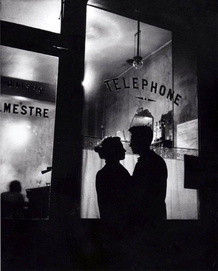 Romance à Belleville – Paris, 1947 – © Willy Ronis