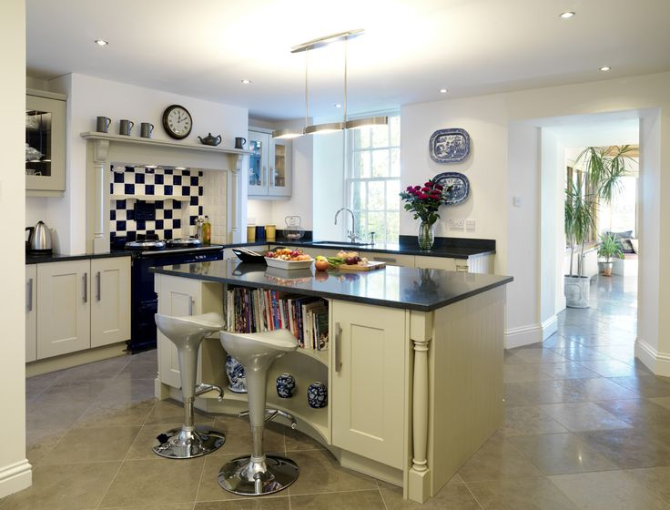 Callerton Traditional Painted Kitchen Featuring The Classic Feature Pilasters with the Barbican Shaker Solidwood Painted Door