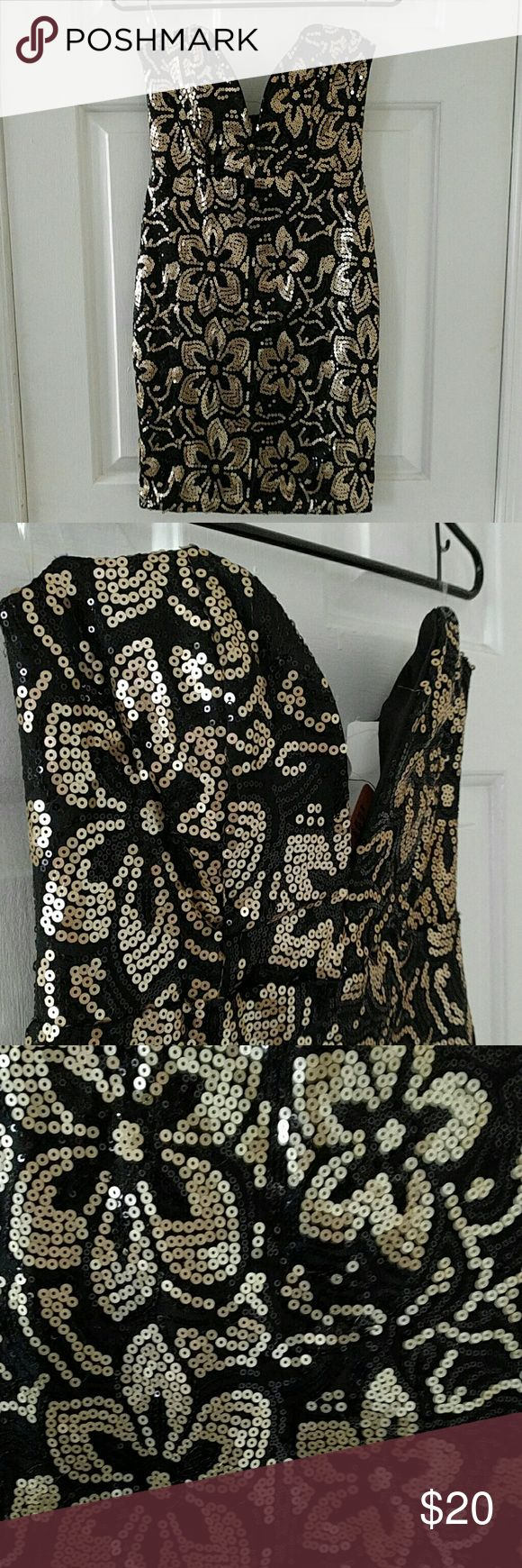 Strapless plunge sequin dress Black and matte gold floral sequin pattern. Plunge v neck reinforced with steel boning. Invisible zipper in back. A few sequins are starting to fall off. monaco Dresses Mini