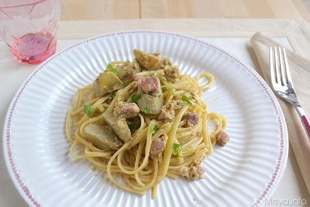 La carbonara di carciofi è una variante deliziosa di un primo piatto della tradizione romana. Il procedimento è simile a quello classico ma con l'aggiunta di carciofi