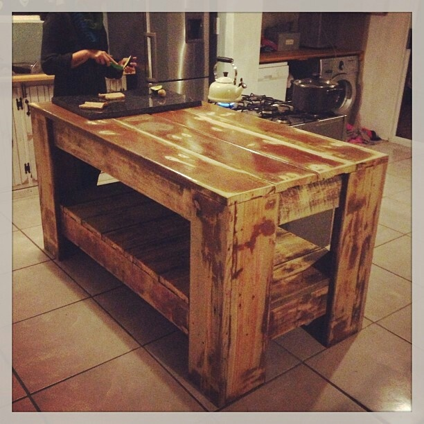 Rustic Kitchen Island: Lovely Rustic Kitchen Island
