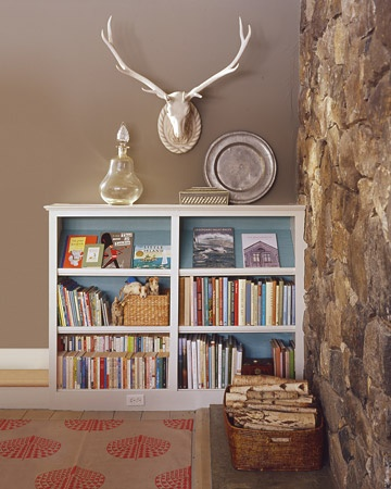 Again, white outside, blue inside, and note the orange shell duck cloth rug.: Spaces Sav Bookcases, Paintings Bookshelves, Antlers, Wall Color, Book Shelves, Blue Backgrounds, Martha Stewart, Paintings Color, Families Rooms