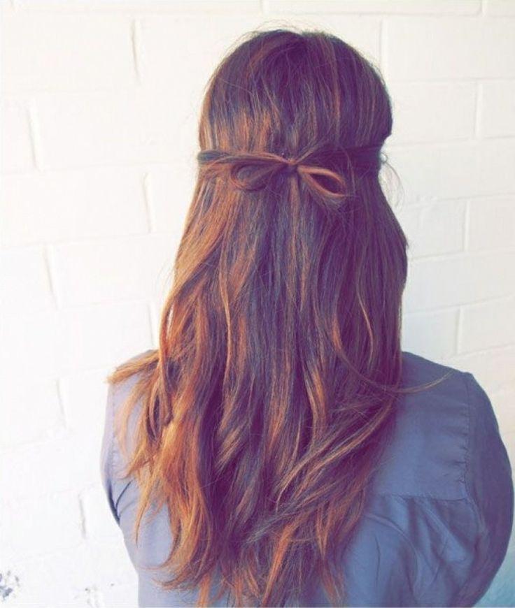 Halboffene Frisur gestalten - Eine zweite Variante für die Schleife aus Haaren