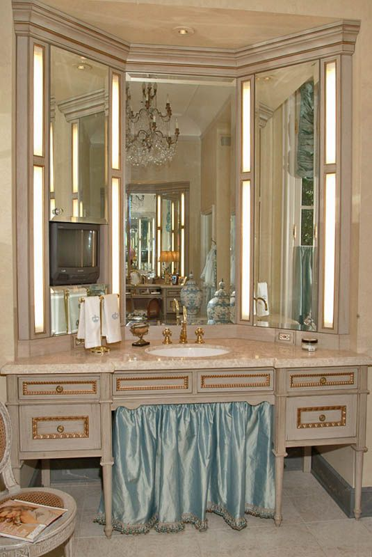 An Atlanta French Style Painted Bath. ARCHITECT: Pak Heydt Architects.  DESIGNER: Company PortfolioCabinet CompaniesFrench ...