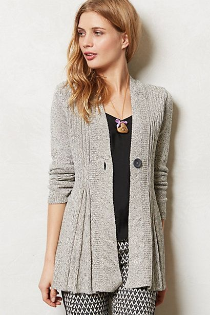 I love that this cardi is LONG and FITTED!  8 fall outfits for women everyone can wear - Jennifer Rizzo