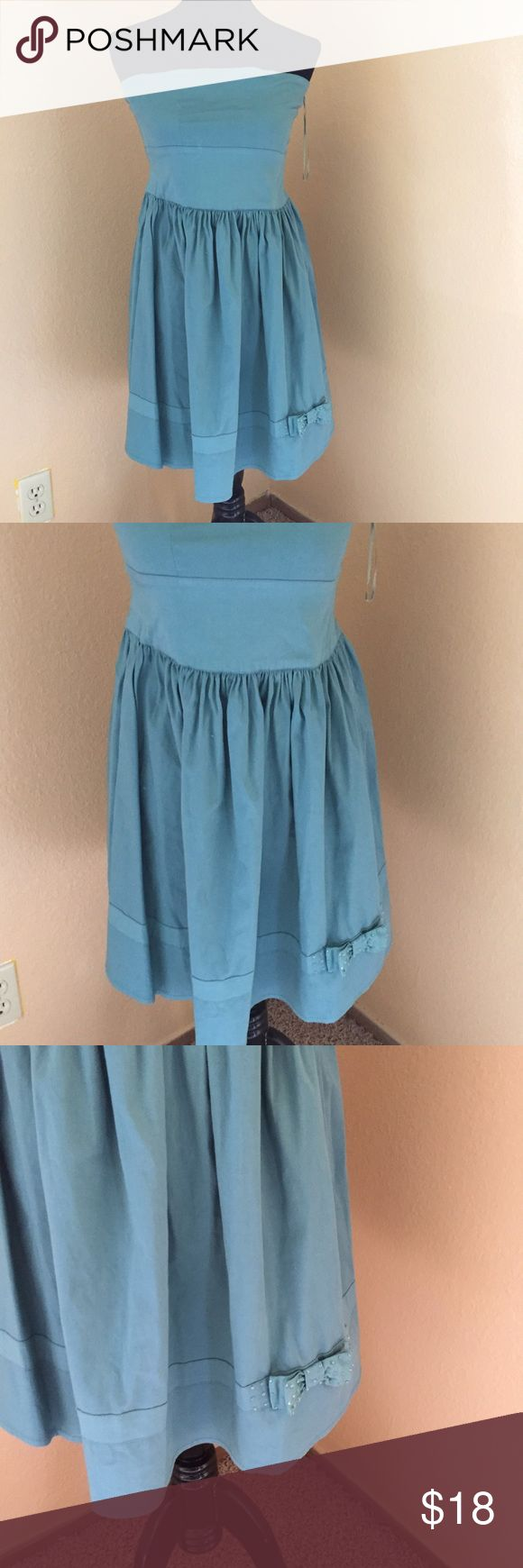 Cute strapless dress Juniors size 12 runs a little small Dresses Strapless