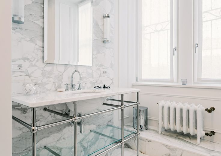 Located in a nice residential area in Milan, the apartment is part of an elegant and well designed 1920's complex.  #nomadearchitettura #design #interiors #interiordesign #italiandesign #italianstyle #luxury #milaninteriors #decor #marbles #bathroom #pendantlight #lightgrey #luxurylife #SimoneFuriosi