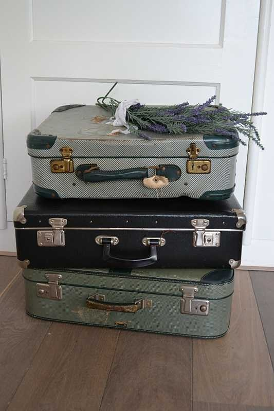 Oude koffers / Old suitcases www.blossombrocante.nl