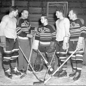 Gadsby in his rookie season with Chicago.  Charlie Conacher is the coach.  (HHOF)