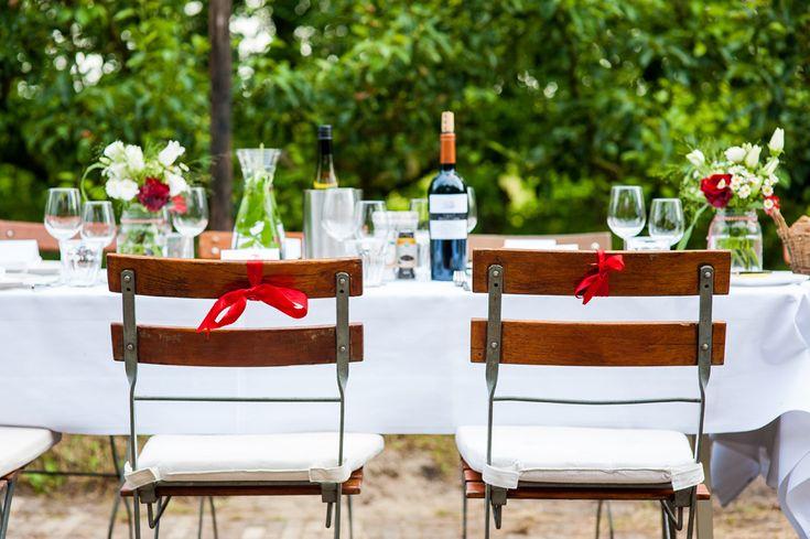 Buiten dineren bij landgoed de olmenhorst prachtige tafel decoratie