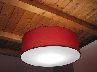 Scopri i nostri lampadari in tessuto con diffusore per illuminare il tuo soggiorno! Visita il sito www.horusparalumi.com