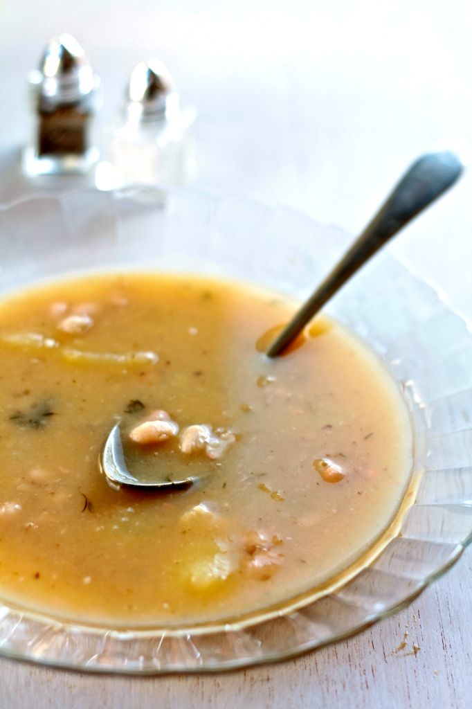 sopa de patatas y judías blancas
