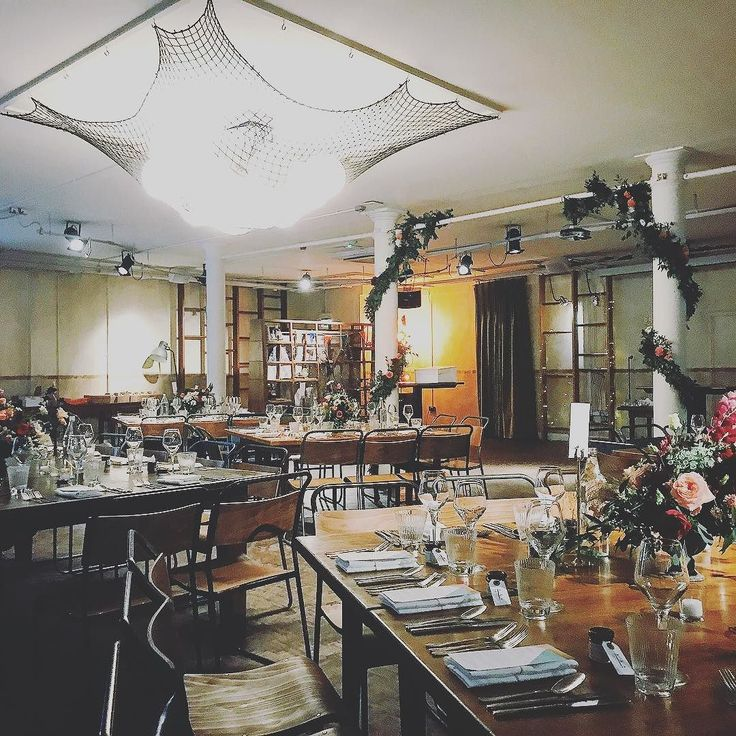A super cool wedding breakfast set up we played modern music for on Sunday @tannerwarehouse  #NicheQuartet #YourEventMusic . . . #secretlondon #warehouse #wedding #cool #weddingplanning #londonlove #londonpop #arty #london #weddingideas #weddingstyle #weddingbreakfast #instagood #instadaily #inspiration #instagram #instamood #mood #decor #rustic #twitter
