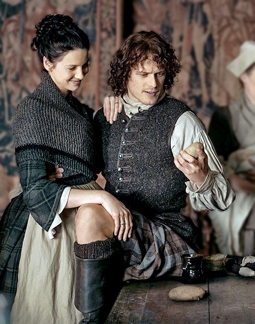 Claire and Jamie #kneeporn