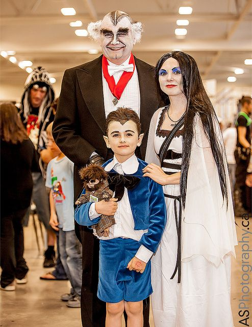 "The Munsters captured at NFCC Niagara Falls Comic Con 2013 by andreas_schneider, via Flickr (I'm kinda dying over this family- check out that ""Grampa Munster""!)"