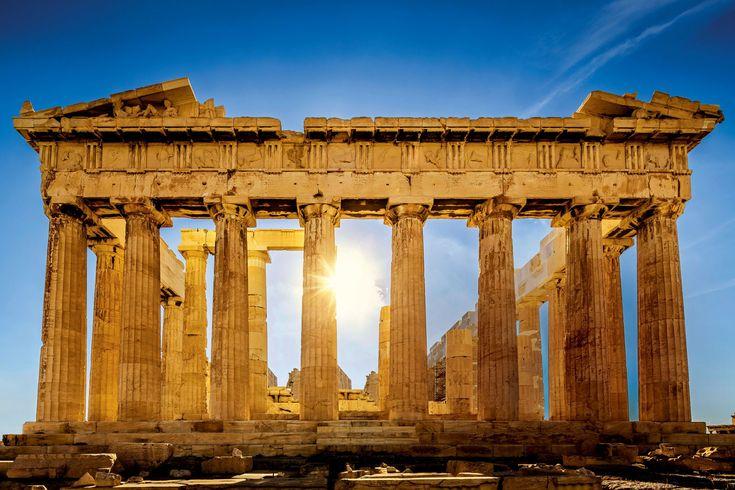 Fachada este del Partenón  Es la parte que ha resistido mejor las vicisitudes que ha sufrido el templo, incluida la explosión de 1687. Lord Elgin retiró en 1801 las estatuas que quedaban del frontón.