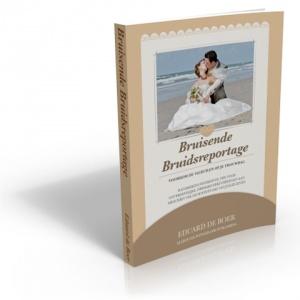Door de jaren heen heb ik honderden bruidsparen en stellen mogen fotograferen in heel Nederland. In de voorbereidingen van hun trouwdag heb ik hen vaak advies mogen geven over de meest uiteenlopende onderwerpen en tijdens trouwdagen heb ik menig onheil kunnen afwenden of temperen.    Al deze ervaringen heb ik beschreven in dit boek. Dit boek is in digitale vorm online verkrijgbaar voor de iPad, Kindle en andere ereaders. Ook kun je het boek op CD kopen als luisterboek bij BOL.com.