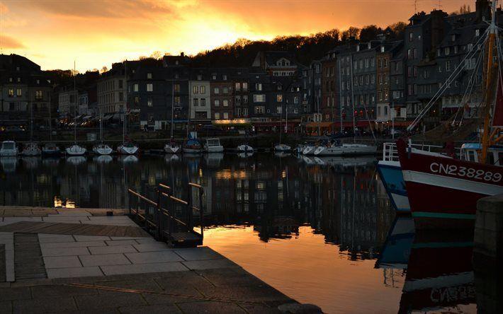 Télécharger fonds d'écran Honfleur, France, Coucher du soleil, soirée, yachts
