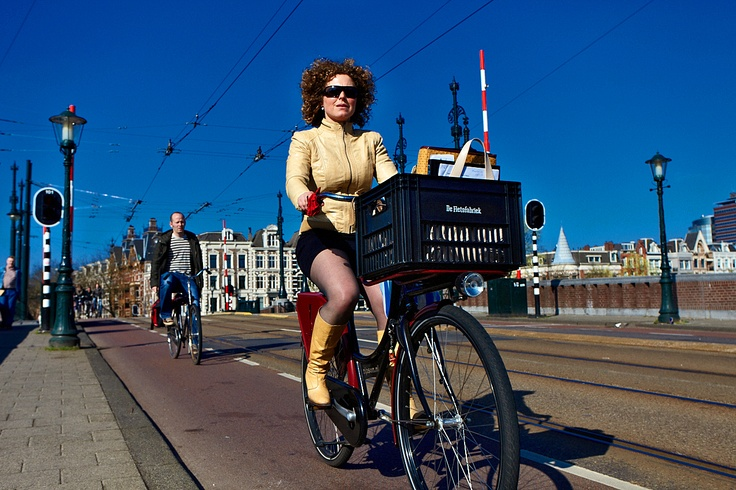 Early urban traffic in Amsterdam on the Amstelbrug. Click on the picture above to see more Amsterdam bikers!