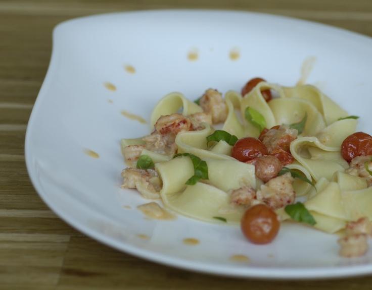 jinja kocht:  Tomaten-Flusskrebs-Soße mit Bandnudeln  #Rezept #Nudeln #Pasta