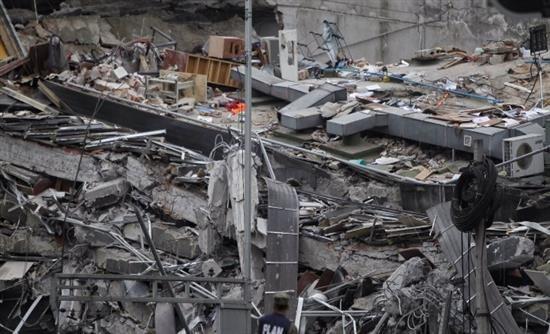 [Real]: Με κομμένη την ανάσα στο Μεξικό μετά τα 7,1 ρίχτερ: Βρήκαν ζωντανό κορίτσι στα ερείπια του σχολείου και παλεύουν να το απεγκλωβίσουν | http://www.multi-news.gr/real-kommeni-tin-anasa-sto-mexiko-meta-71-richter-vrikan-zontano-koritsi-sta-eripia-tou-scholiou-palevoun-apeglovisoun/?utm_source=PN&utm_medium=multi-news.gr&utm_campaign=Socializr-multi-news