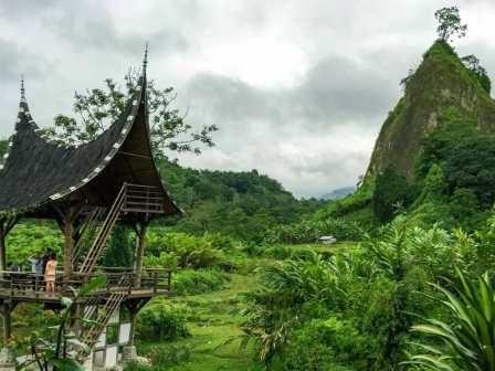 Covesia Travel - Destinasi Wisata Berikut Jadi Bukti Kalau Sumatera Barat itu 'Rancak Bana!'