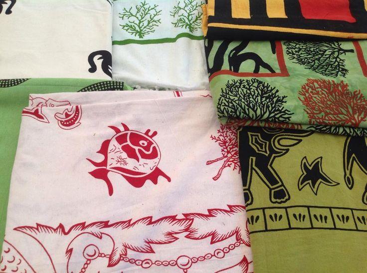 #Lecce2015 #SalentowebTv #weareinsalento Oggi vi portiamo con noi tra le bancarelle della festa di Sant'Oronzo in cerca di sapori tipici - cupeta, scapece, passatempi, mustaccioli - e in cerca del cambiamento che esprime il passaggio del tempo e che mescola pomodori secchi e artigianato etnico. Com'era la festa ieri e com'è oggi? Guarda il video http://www.salentoweb.tv/video/9668/lecce-processione-dei-santi-oronzo-gius