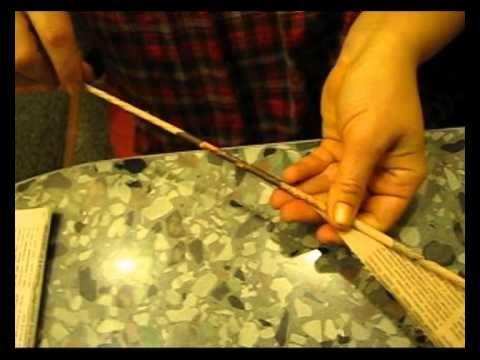 Como enrollar los tubitos de papel de periódico para cesteria