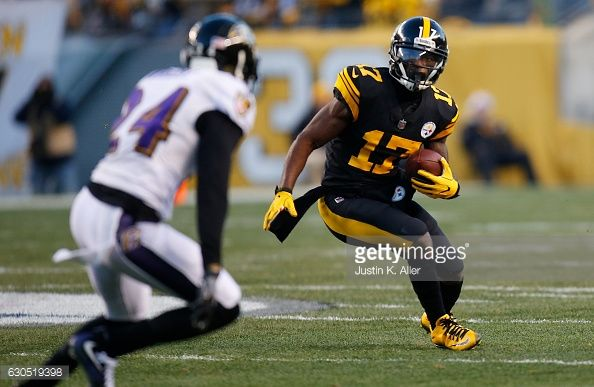 News Photo : Eli Rogers of the Pittsburgh Steelers carries the...