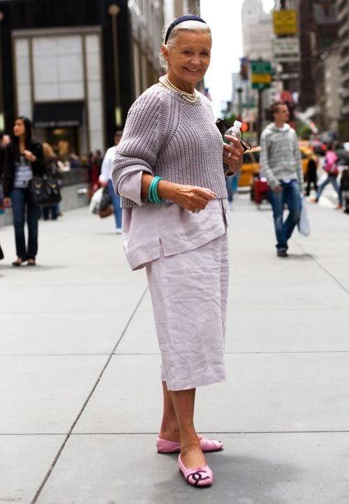 Стильная одежда для лета и ранней осени на пожилой женщине
